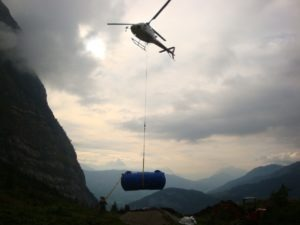 heliportage et dépose de la fosse toutes eaux COMPACT'O®